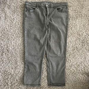High-waisted American Eagle crop pants